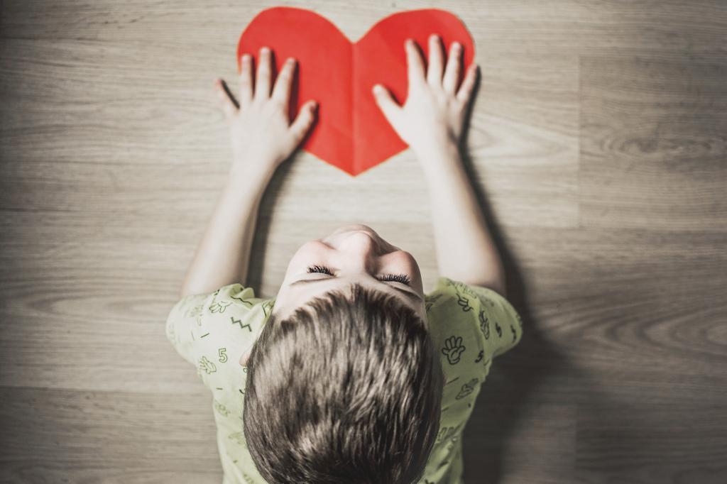 Нарциссизм и эгоизм   от недостатка любви в детстве: почему надо учить детей любить себя