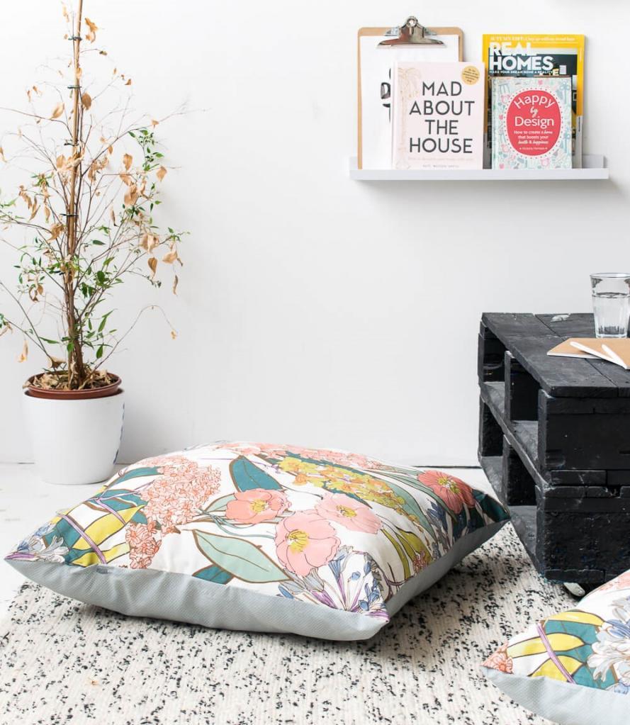 Для уютного отдыха на полу: как сделать огромные подушки без единого шва