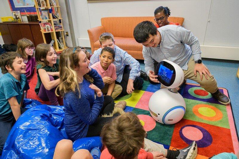 Вкалывают роботы: социальные роботы будут учить кибербезопасности американских школьников