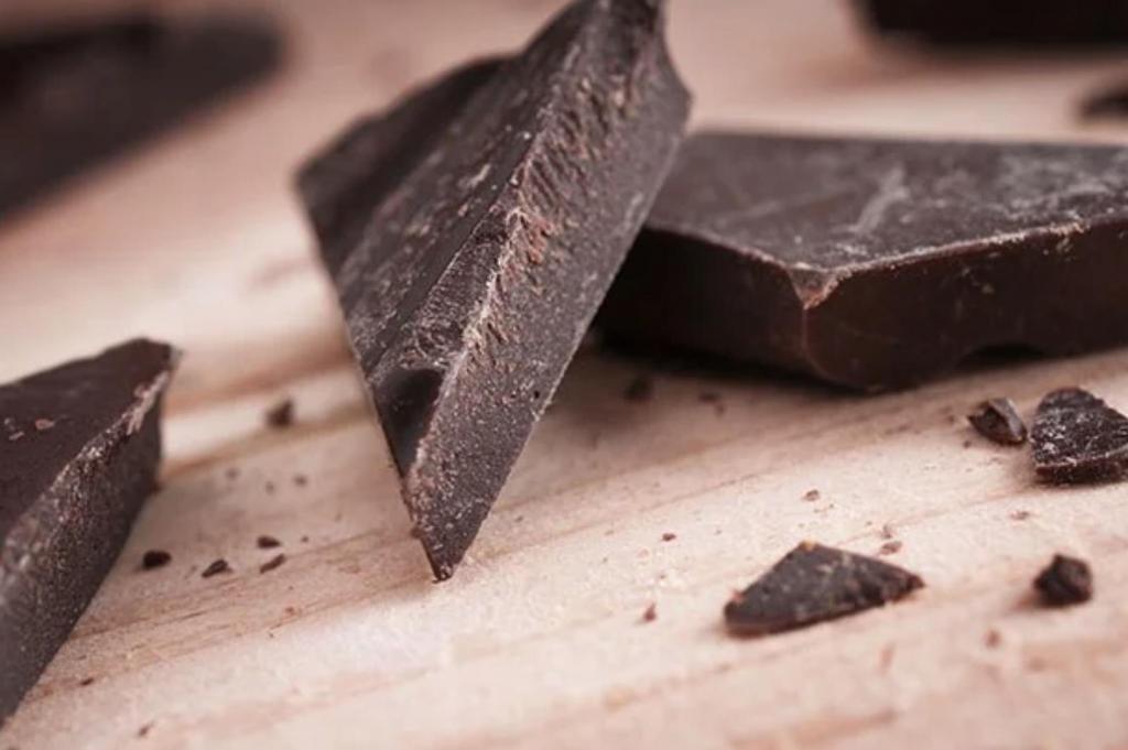 Шоколад, оливки и другие сытные продукты, которые сразу насыщают и полезны для перекуса