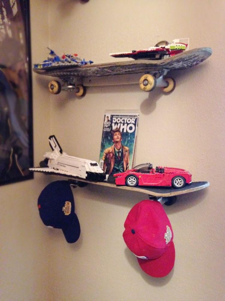 Идея для комнаты подростка: как сделать полки из старых скейтов