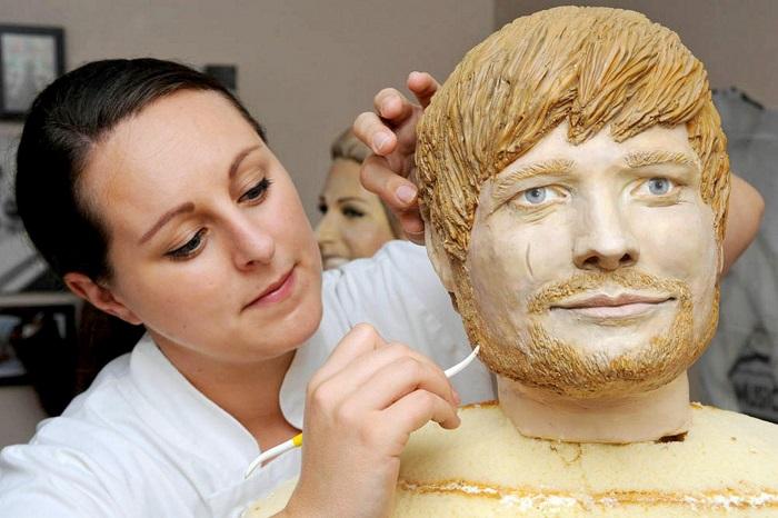 От принца Гарри до Джека Воробья: талантливый кондитер создает торты в виде людей в натуральную величину