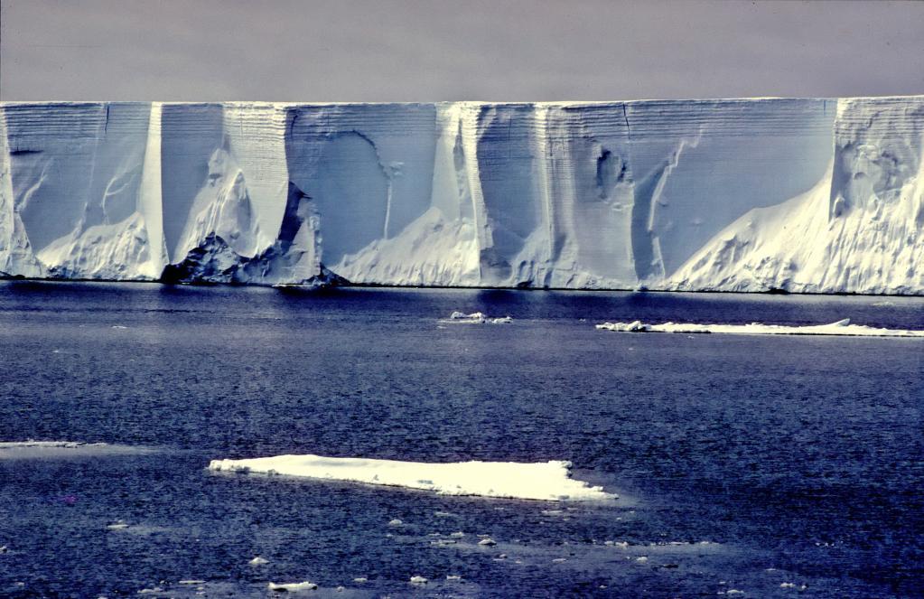 Антарктические ледяные стены защищают мир от глобального потепления: они очень прочные