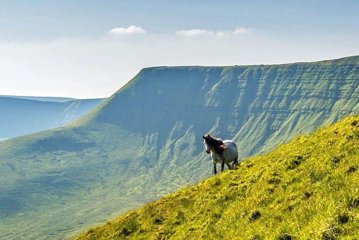 Популярные туристические достопримечательности Южного Уэльса: чем уникален национальный парк Брекон-Биконс