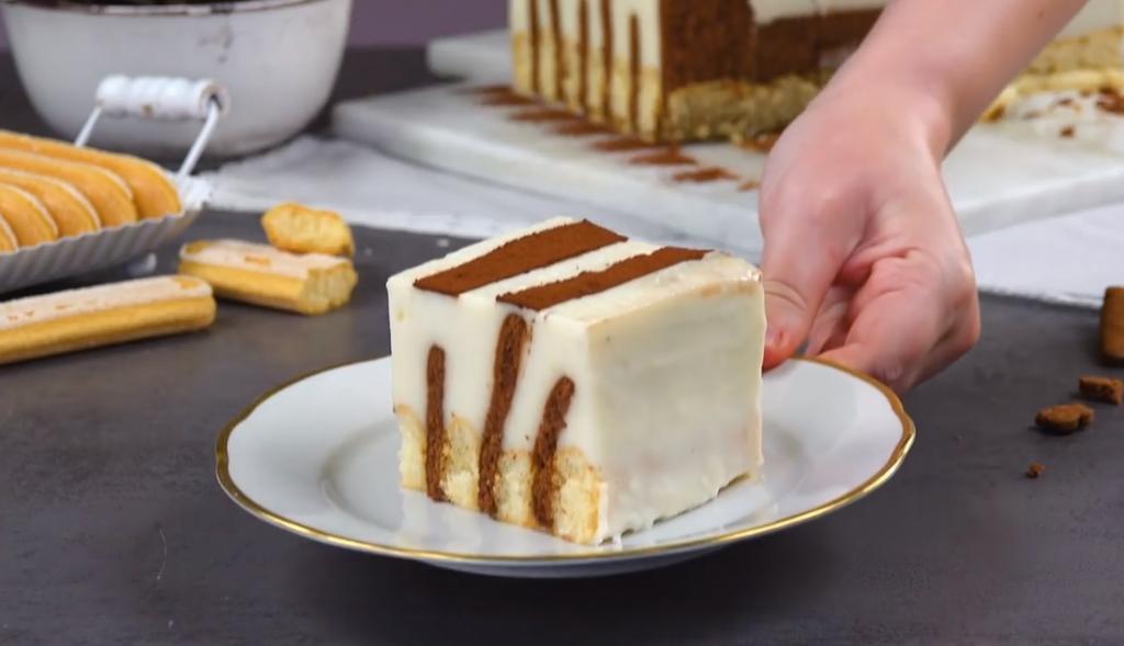 Порадовала домочадцев ванильно-сливочным тортом с дамскими пальчиками