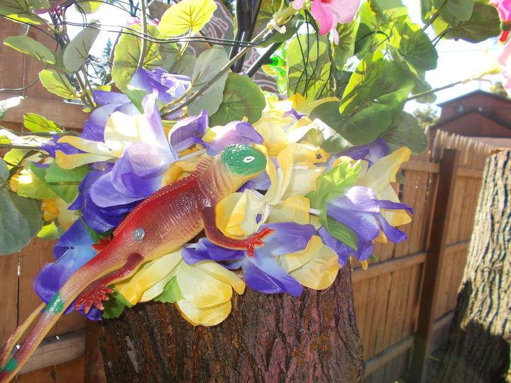 Женщина придумала, как украсить пни во дворе после сруба дерева. Теперь ей завидуют соседи
