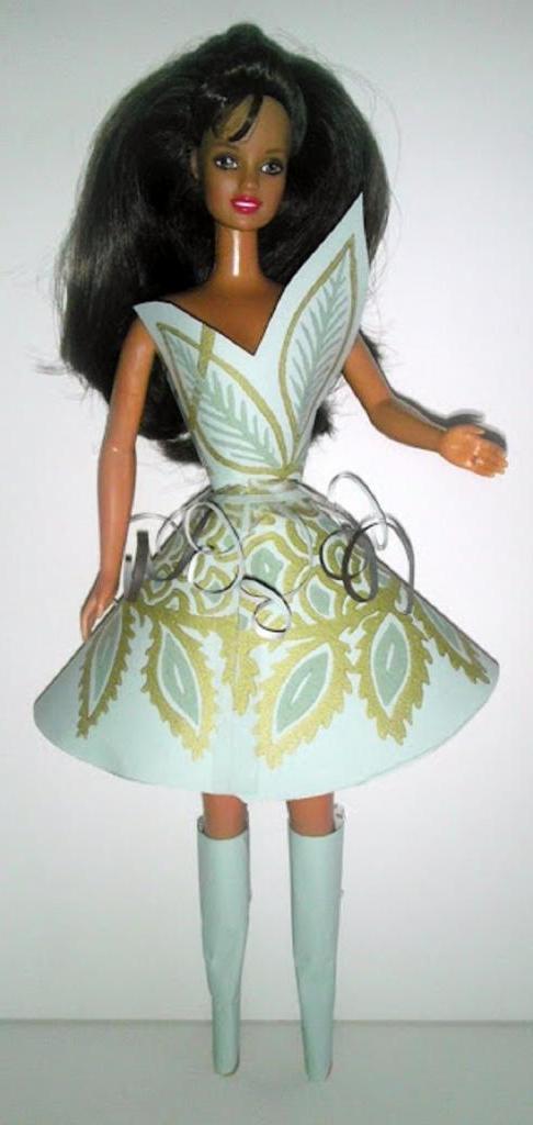 Остатки старых обоев я превратила в стильные платья для кукол Барби: инструкция и шаблоны прилагаются