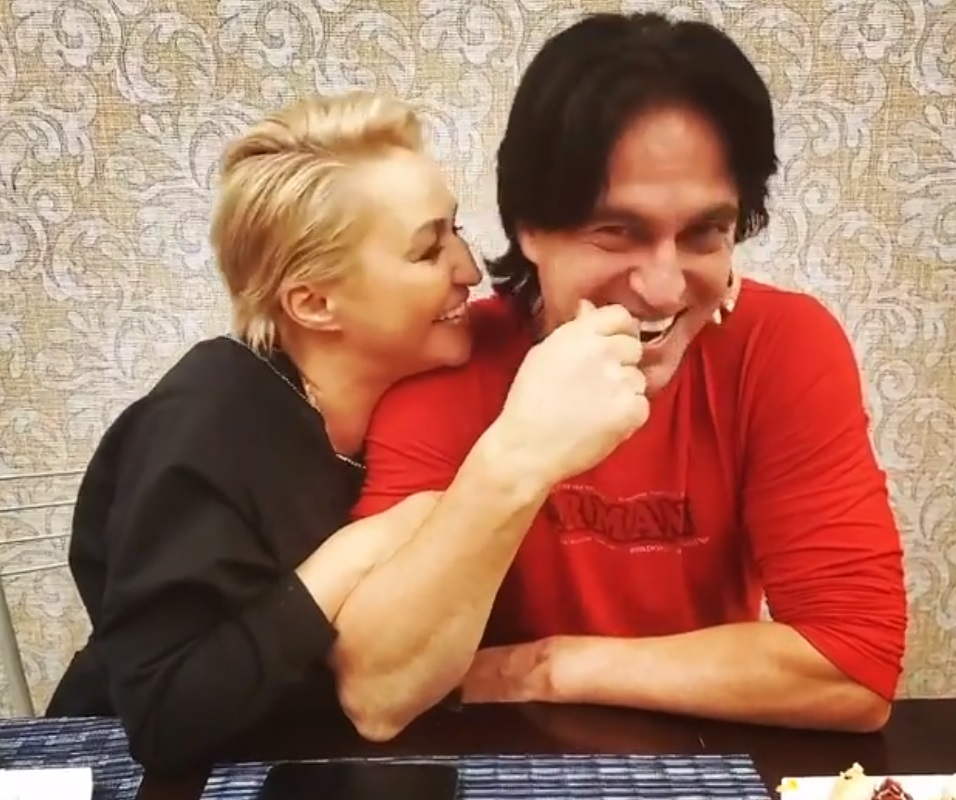 Катя Лель 15 лет счастлива с красавцем мужем: новые фото пары
