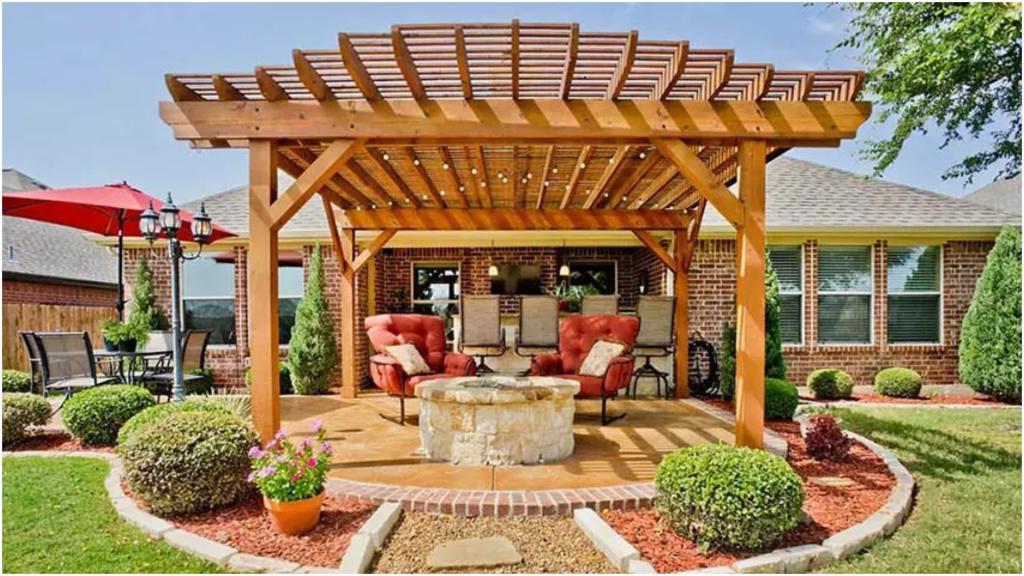 Пергола украсит любой сад, а если сделать ее со встроенным открытым камином, то все соседи точно обзавидуются (фото)