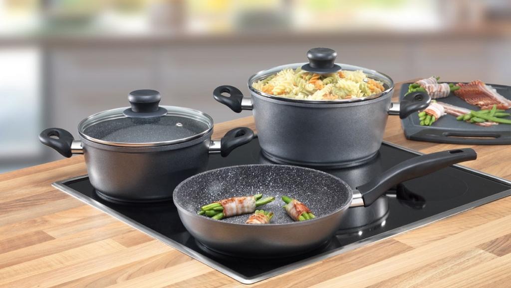 Признаки того, что пора заменить противопригарную сковороду на новую: выпуклое дно и не только