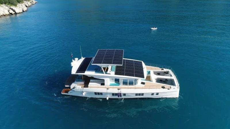 Будет плавать, пока светит солнце: на лодочной выставке в Майами была представлена яхта, оборудованная солнечными батареями