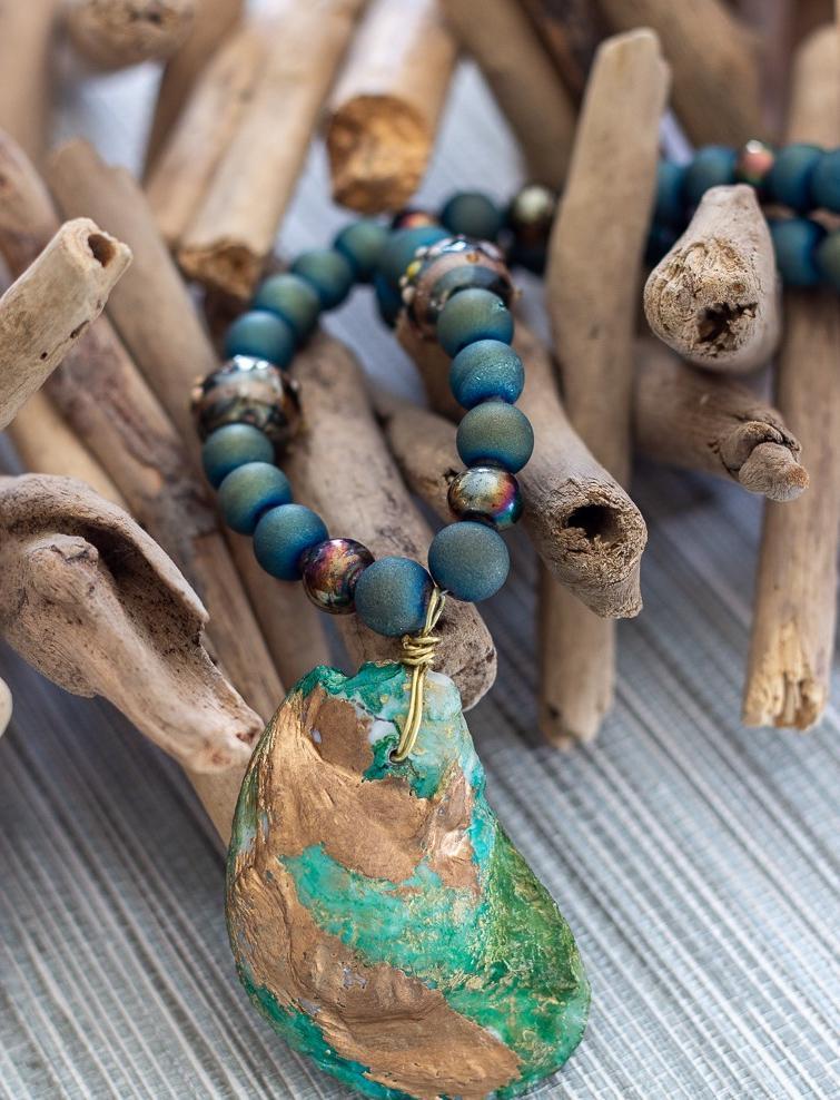 Фантастический аксессуар из глубин: как сделать очень красивое ожерелье с ракушкой