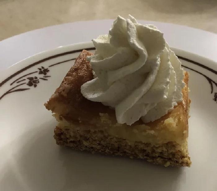 Не люблю простой бисквит - пеку его так, чтобы сверху была аппетитная корочка со сливочным сыром (любимый домашний рецепт)