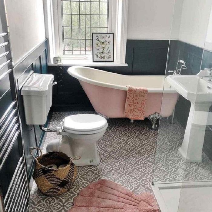 Свою тесную и неуютную спальню мужчина превратил в замечательную ванную: фото