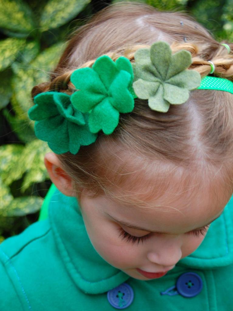 Как сделать красивое украшение для волос из войлока: декоративные цветы на лентах или заколках