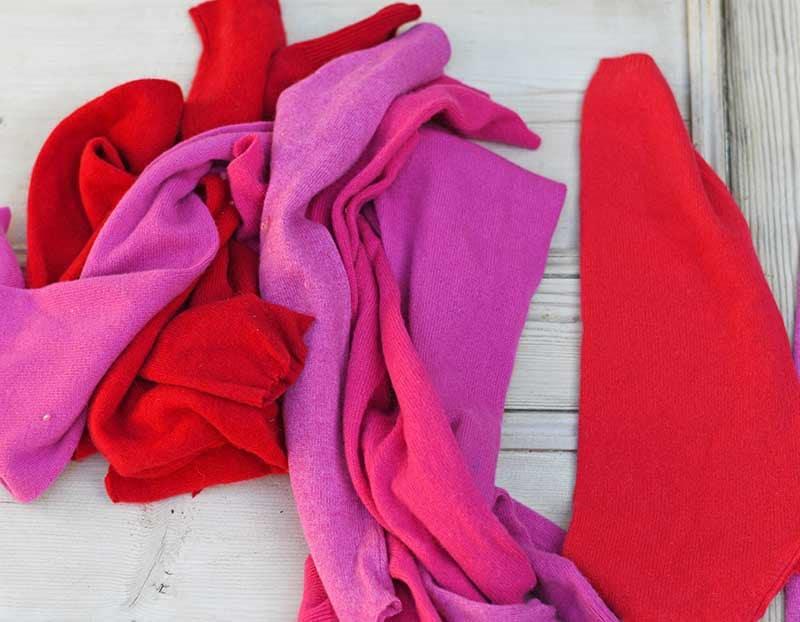 Забавная подушка из старых свитеров своими руками: мастер класс