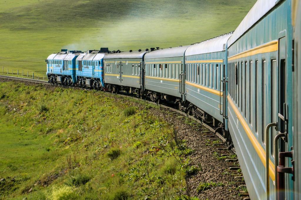 Транссибирская магистраль и не только: 7 уникальных железнодорожных маршрутов, поездка по которым превращается в приключение