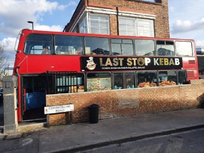 Фират приобрел старый двухэтажный лондонский автобус и превратил его в кебабную на колесах (фото)