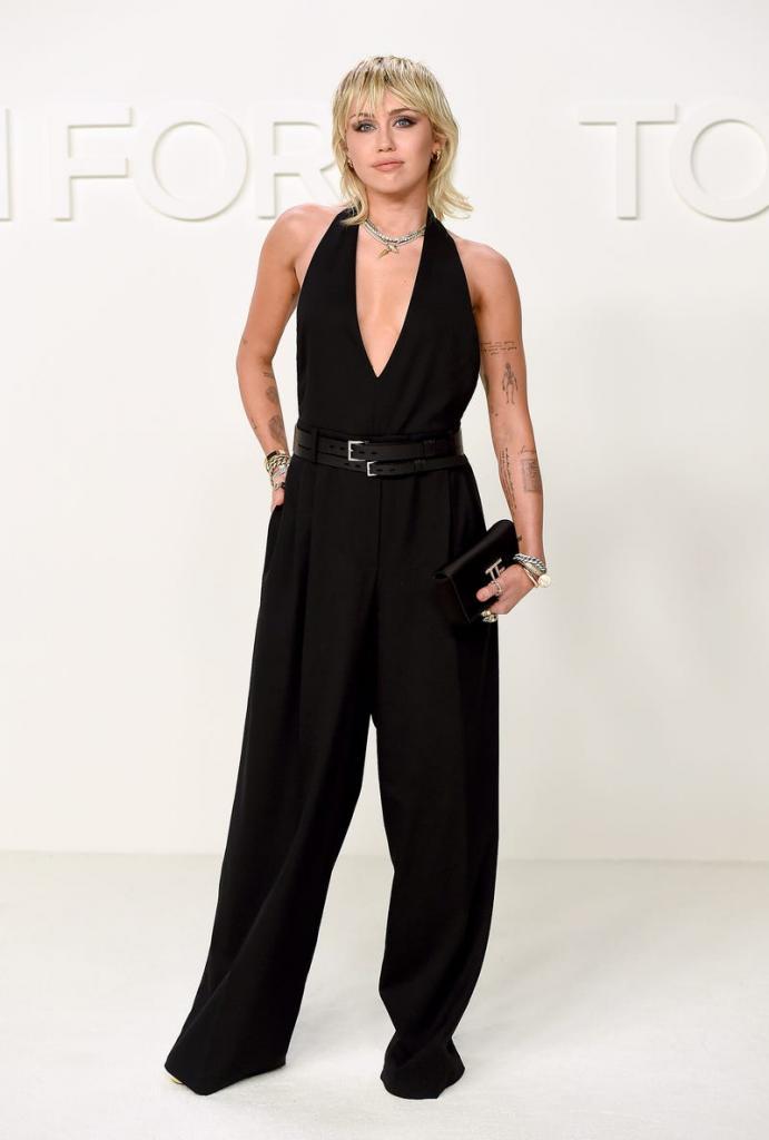 10 лучших и диких нарядов знаменитостей на New York Fashion Week 2020: Рианна появилась в наряде из своей коллекции Fenty