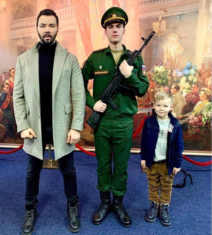 Денис Клявер показал своих красавцев-сыновей (старший - в военной форме)