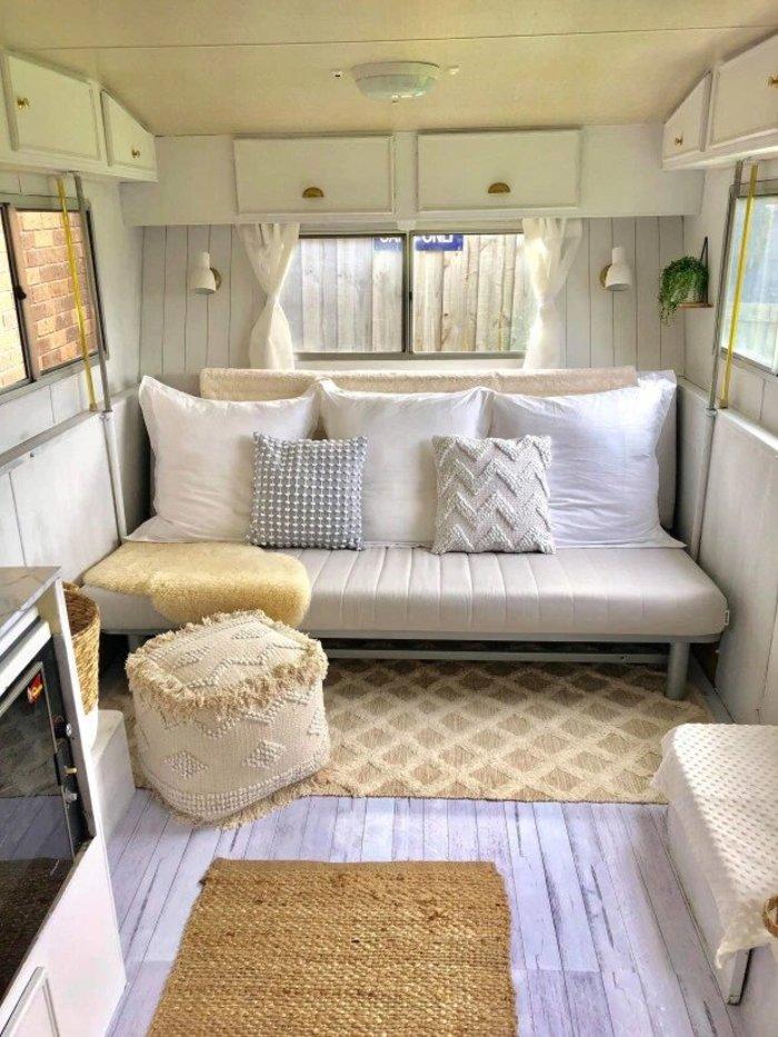 Шеннон Лотт переделала фургон в уютный домик на колесах для детей