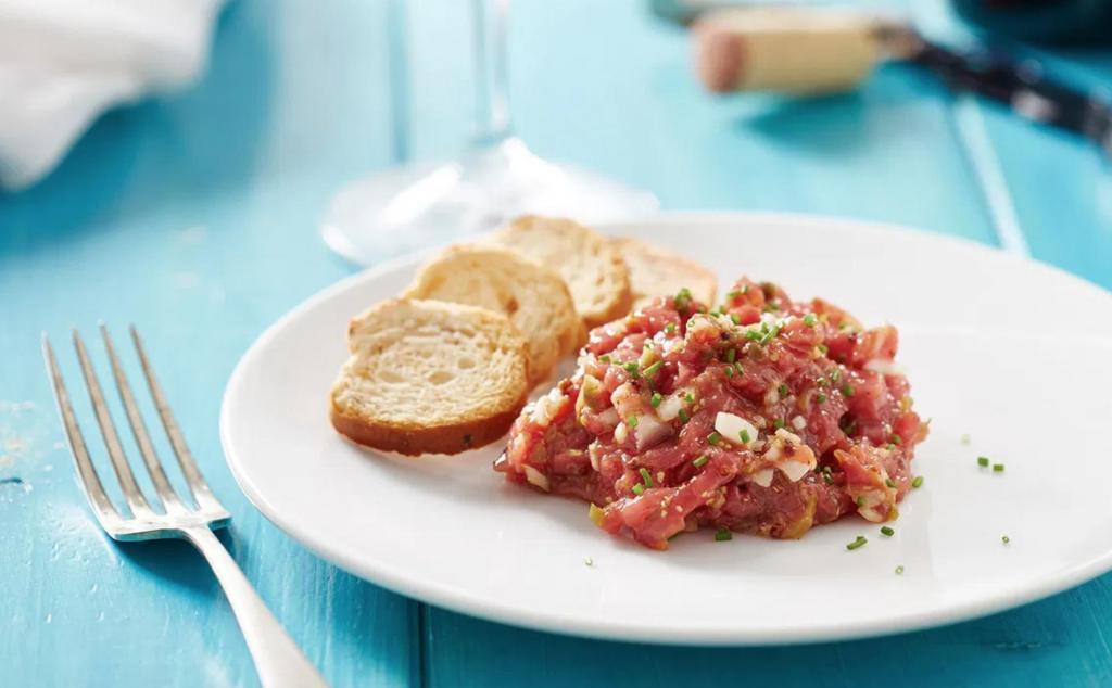 Люди по всему миру едят сырую говядину   специалисты рассказали, что будет с организмом при употреблении сырого мяса
