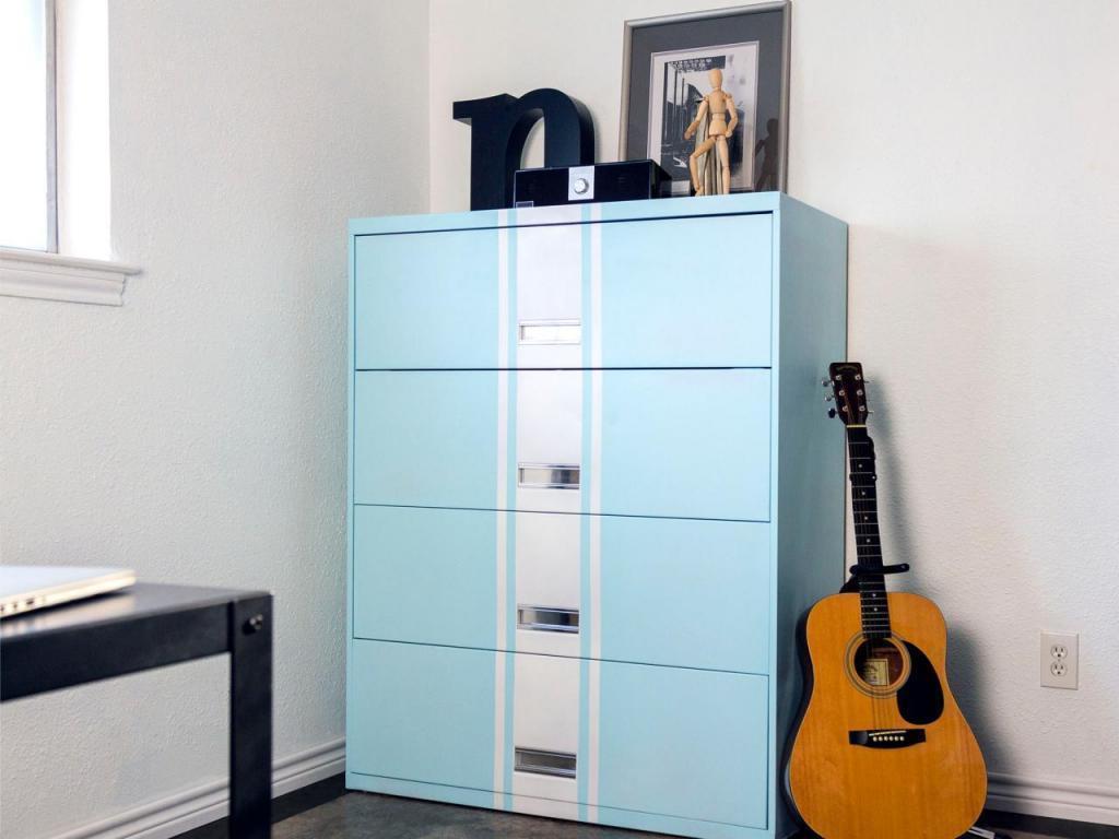 Старый картотечный шкаф может стать красивым и удобным комодом: как переделать его своими руками