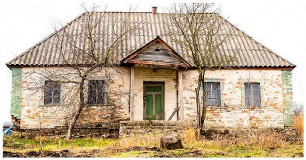 Фотограф обнаружил пустующий дом в лесу. И решил сфотографировать то, что внутри