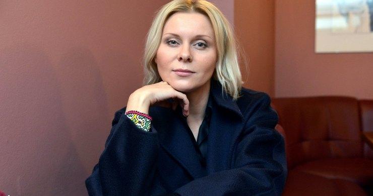 Звезду сериала  Ольга  не узнать: Яна Троянова заплела модные дреды: фото