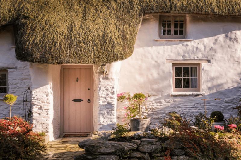 Дом с 320 летней историей снаружи выглядит сказочно. Но внутри он еще красивее