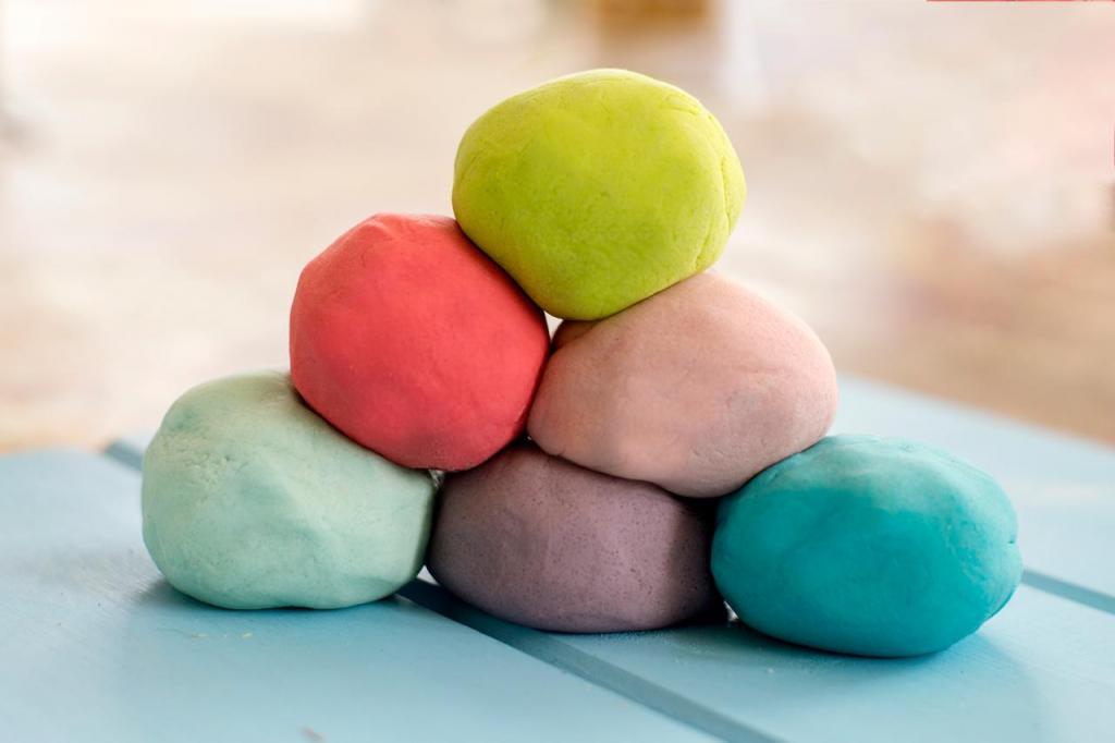 Яркое и мягкое фруктовое тесто для детских игр: готовим самостоятельно по очень экономному рецепту
