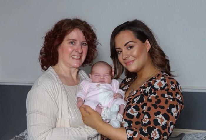 Тройной праздник: малышка, ее мама и бабушка отмечают день рождения в один и тот же день
