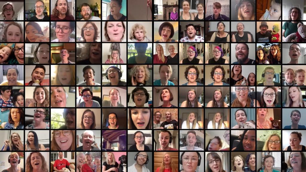 Общественная организация Pub Choir собрала более 1000 видео поющих людей со всего мира, чтобы объединить человечество во время социальной изоляции
