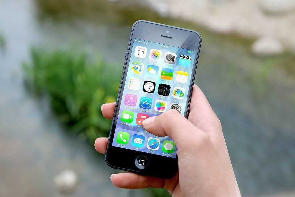 Использование смартфона снижает эффективность обезболивающих таблеток: исследование ученых