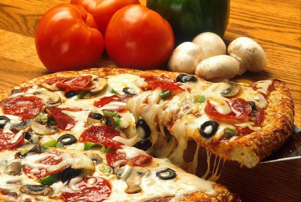 Два кусочка пиццы считаются самым полезным завтраком: мнение диетологов