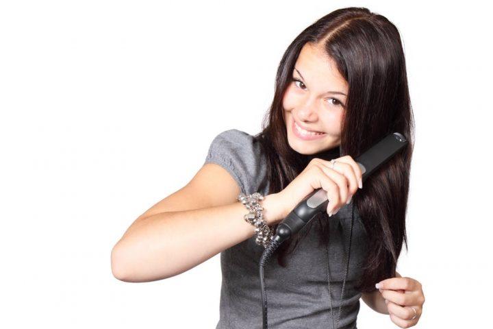 8 ошибок в уходе за волосами, которые разрушают их: не только частое мытье и фен