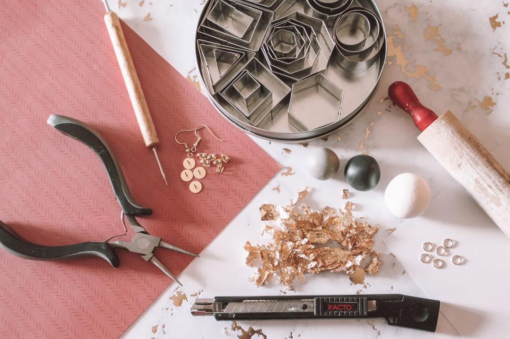 Не секрет, что из полимерной глины можно делать много разных украшений: я попробовала, и у меня получились стильные сережки