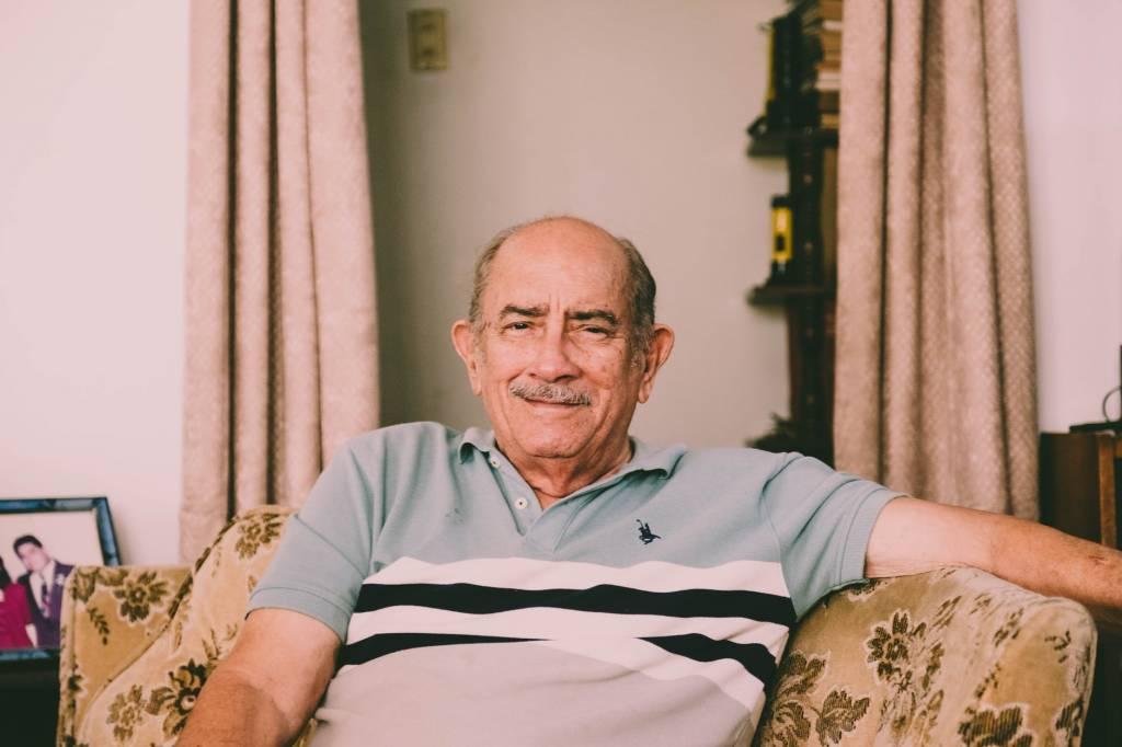 Мой отец решил отказаться от меня, но дедушка заботился обо мне всю свою жизнь