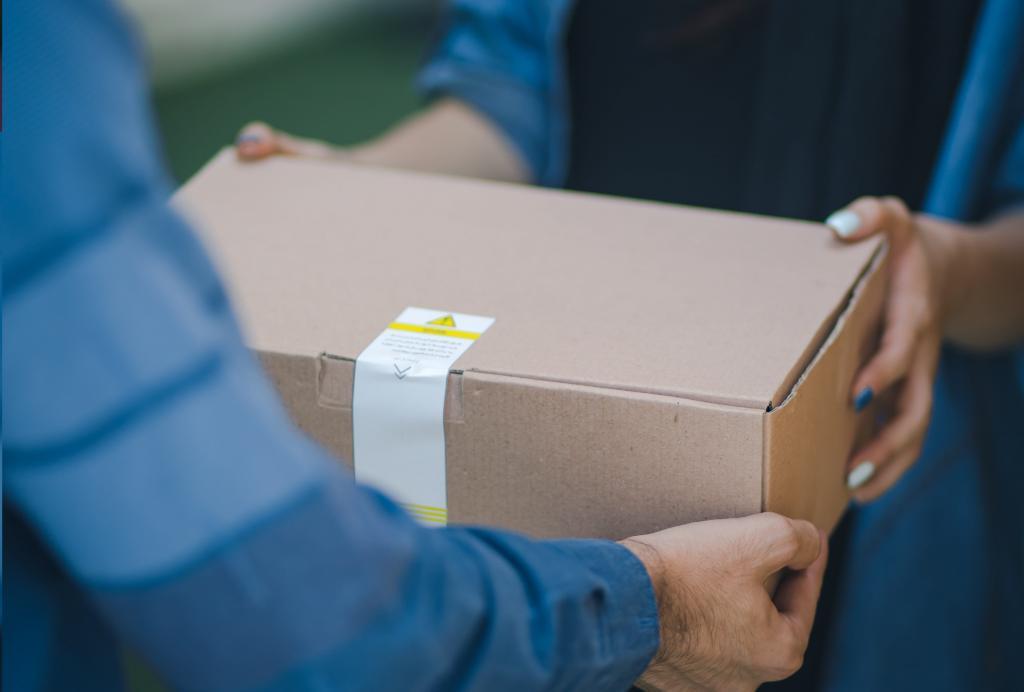 Безопасны ли сейчас покупки через интернет? Австралийский эксперт отвечает, что делать с упаковкой