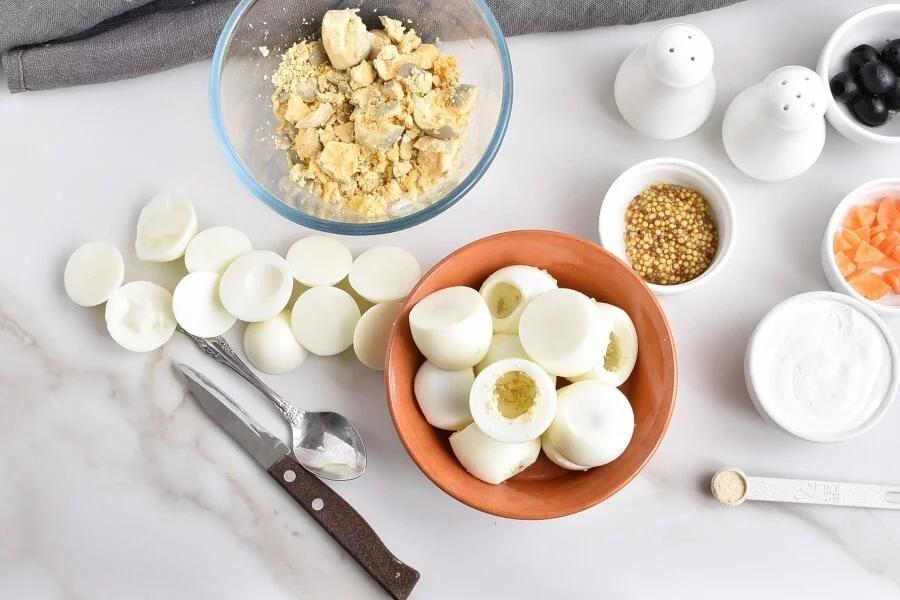 Фаршированные яйца в виде маленьких цыплят - украшение к любому столу. Рецепт приготовления