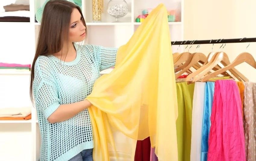 Ученые заявили, что вероятность заразиться коронавирусом через одежду и подушки минимальна: новое исследование