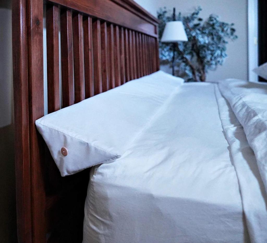 Светильники для кровати и треугольная подушка: 10 деталей, которые сделают пребывание дома намного комфортнее