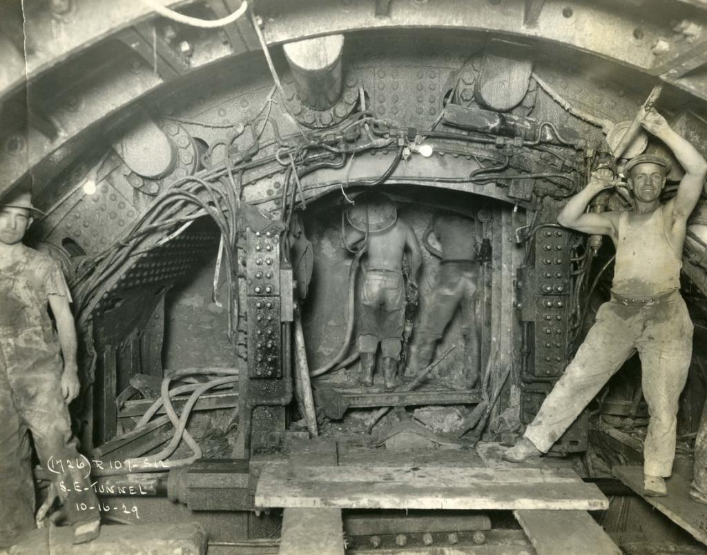 Рабочие с удовольствием позировали: с какими трудностями столкнулась пара фотографов, задокументировавшая рождение метро Нью-Йорка