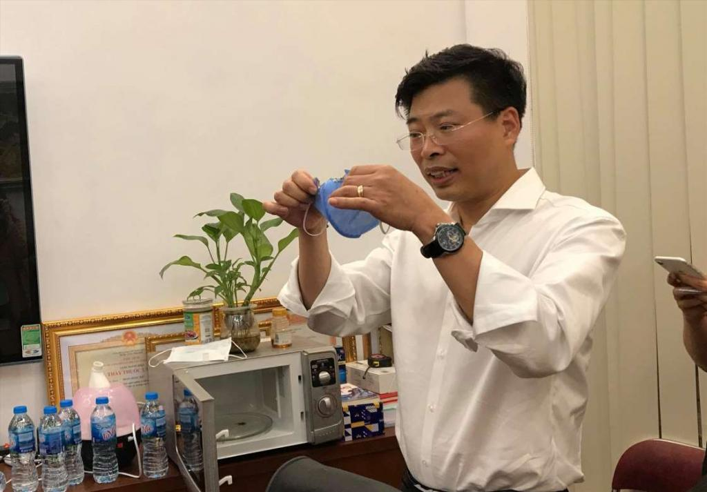 Можно использовать повторно : вьетнамский доктор рассказал, как в больницах дезинфицируют маски с помощью микроволновки