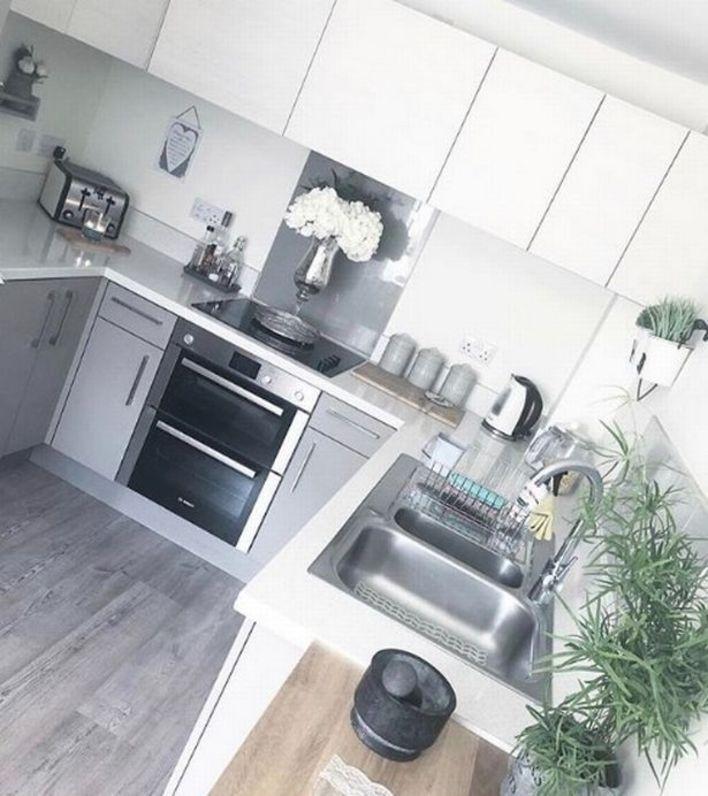 Бельевой кондиционер для плинтуса: гуру уборки миссис Хинч рассказала, как ей удается содержать свой дом в идеальной чистоте