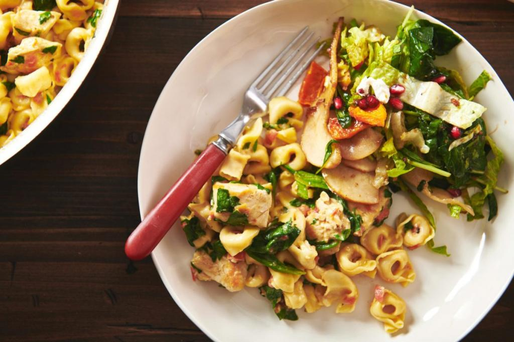 Есть как в ресторане можно и дома. Готовлю пасту в итальянском стиле. Нужны макароны, томаты и курица