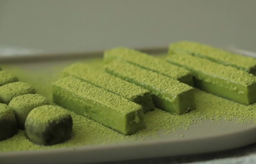 Знакомая показала, как приготовить зеленые шоколадные трюфели, которые украсят даже праздничный стол: рецепт