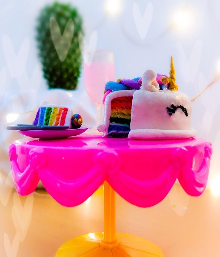 Дочка обожает пони, поэтому я сделала ей из пластилина милый торт Единорог (простая инструкция)