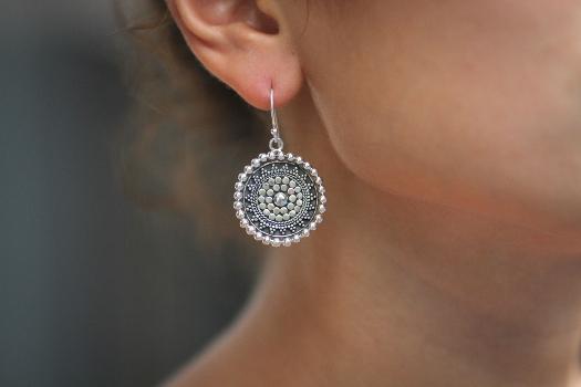 Серебряные серьги - как выбрать и с чем носить