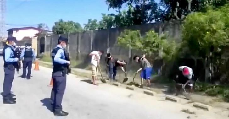 Наказание с пользой для общества: нарушителей комендантского часа заставляют убирать улицы в Гондурасе
